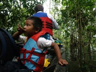 Kanotocht door de overstroomde bossen in het Yahuarcaca merengebied - Foto Kees van Vliet - 2011