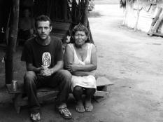 Kees van Vliet samen met Terezinha (Xavante)
