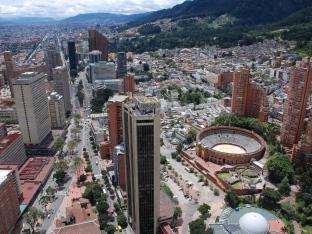 Foto por Mobius1_julio 2010_Vista al centro internacional desde la Torre Colpatria in Bogotá_4x3